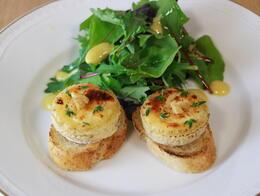 温製クロタン・ド・シャヴィニョルチーズのサラダ